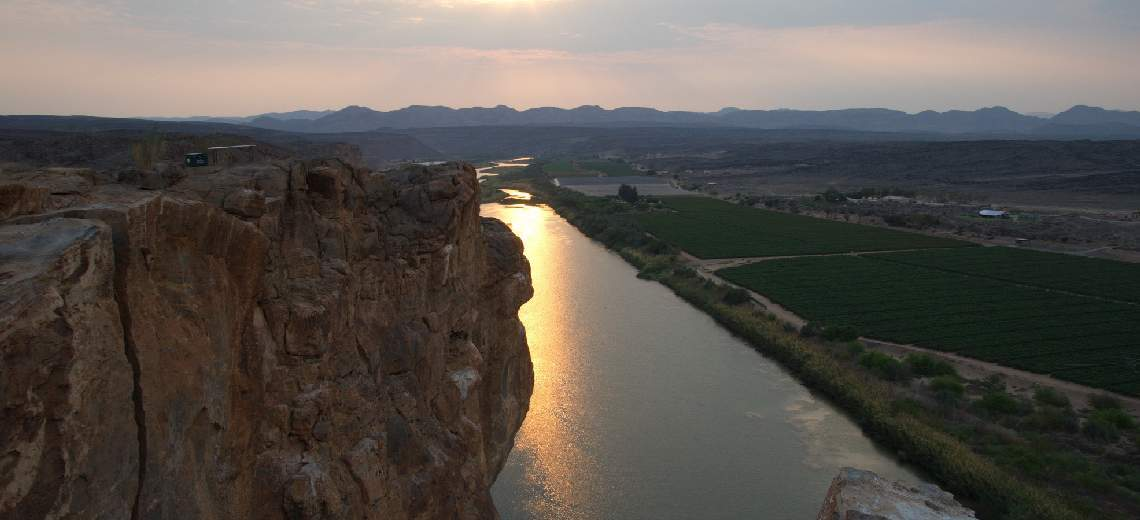 orange river rafting view